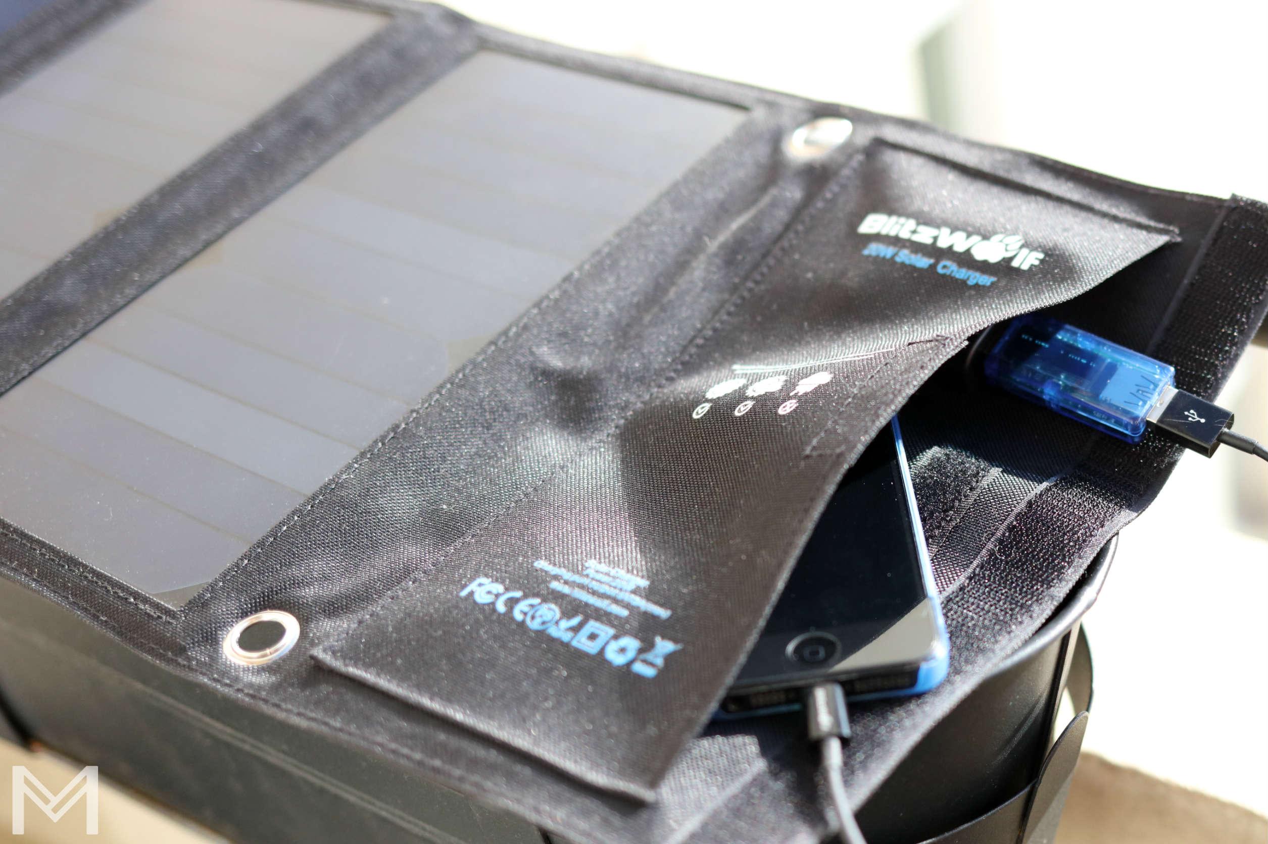 blitzwolf solar charger storage tasche power bank 20w 3a metropolitanmonkey.com