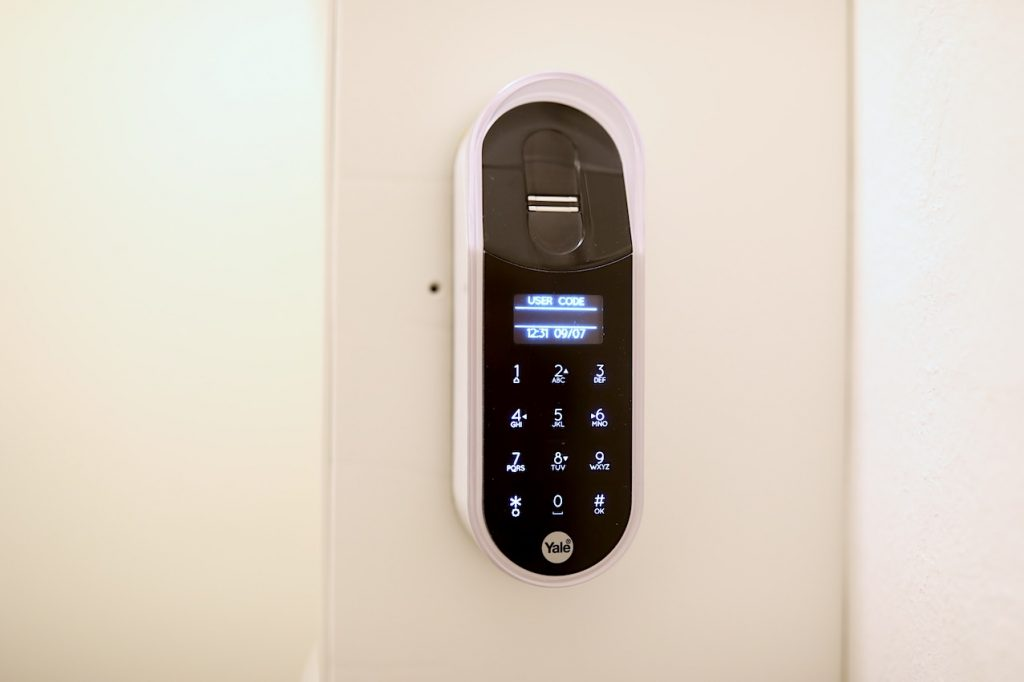 Yale ENTR eletronisches Türschloss Test Fingerprint Scanner Metropolitan Monkey